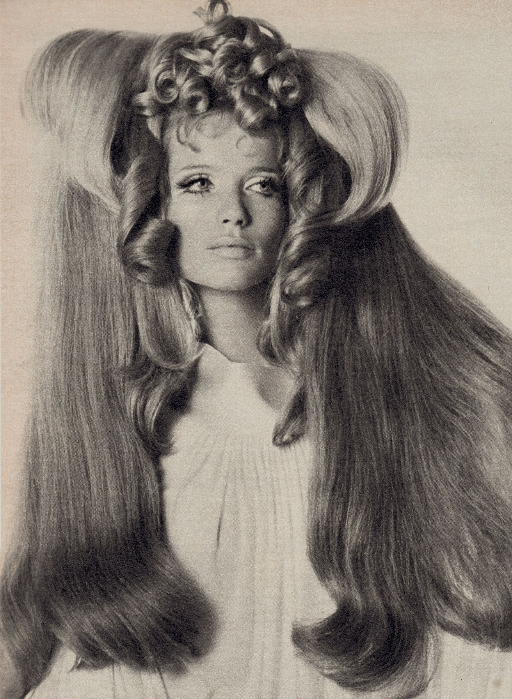 Verushka in Big Hair by IRVING PENN for Vogue 1968 From 2 Welt