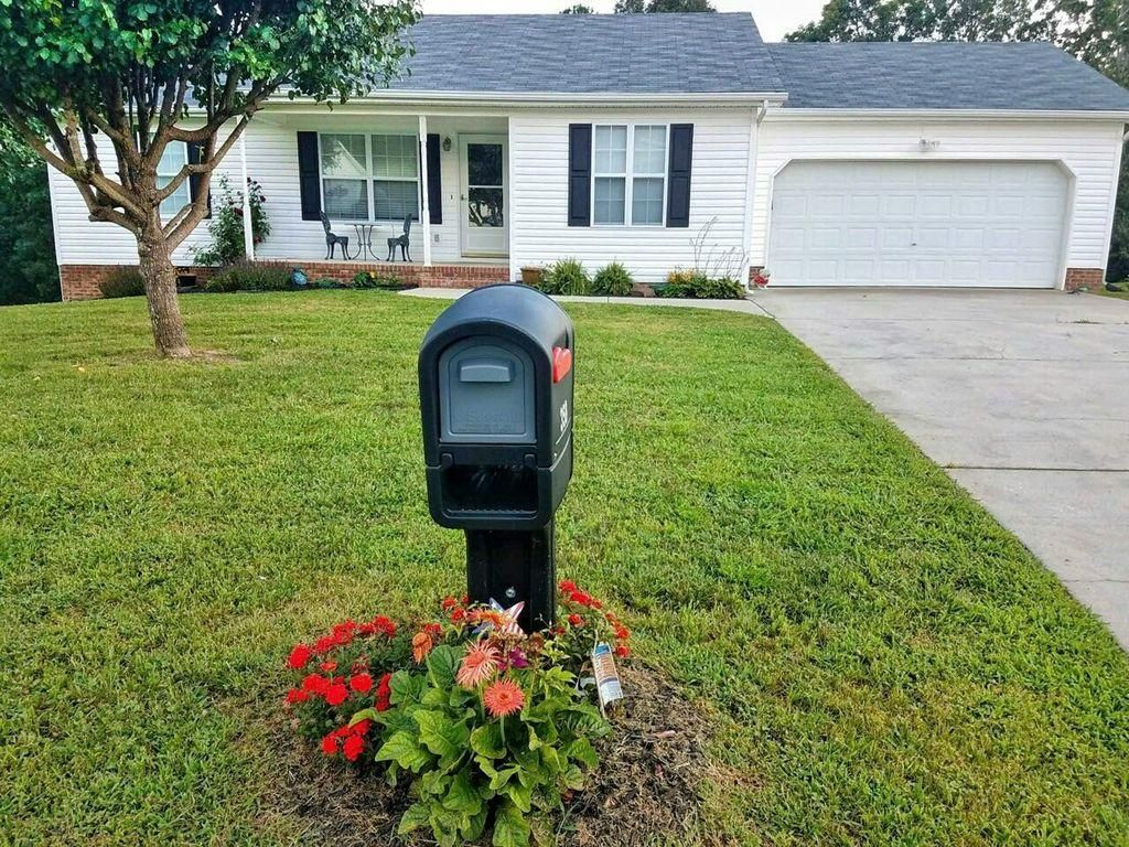 Adorable move in ready home in a quiet one street