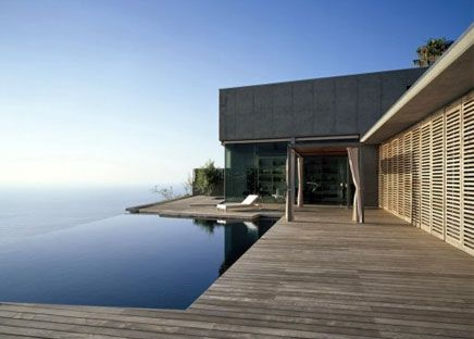 The House At Jardin Del Sol Is An Amazing Modern House By - Modern house on cliff