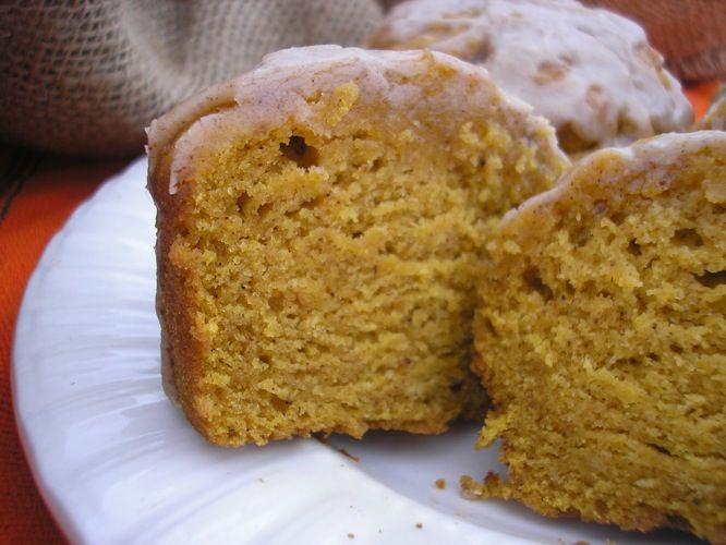 pumpkin cupcakes with cinnamon icing