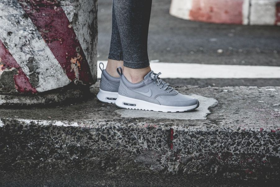 Sneakers femme Nike Air Max Thea Premium grey Pic by