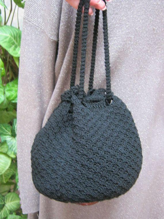 Crochet nero con coulisse sacchetto borsa nero di lovinglola