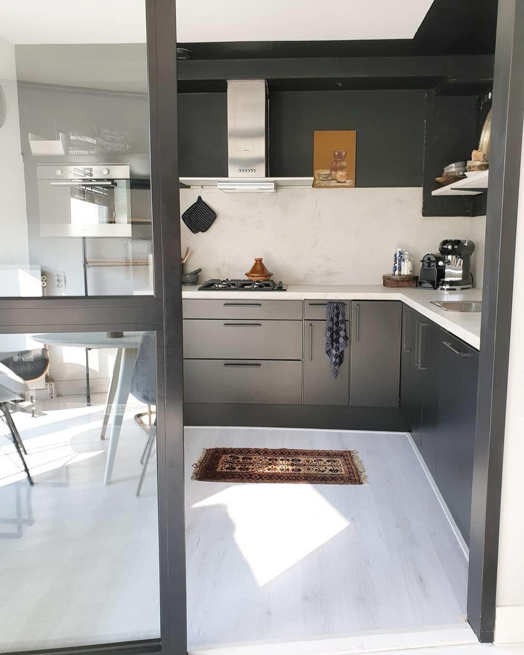 Rohouseproud Heeft In Haar Keuken Pure Black No 50 Op De Wanden Geschilderd Ves Interior Inspo Interior Decorating Interior Inspiration
