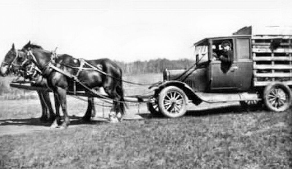 this is a Bennett buggy. The term was coined by Canadians who were using  horses to pull their cars. The reaso… | Historical evidence, Canadian  people, World war two