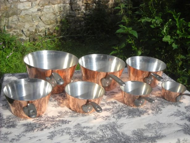 Serie Speciale Set of 7 Vintage French Professional Graduated Copper Pans With Cast Iron Handles by Normandy Kitchen on Gourmly