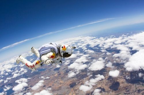 Red Bull Stratos Record Breaking 24 Mile Freefall Video Felix Baumgartner Skydiving Pictures