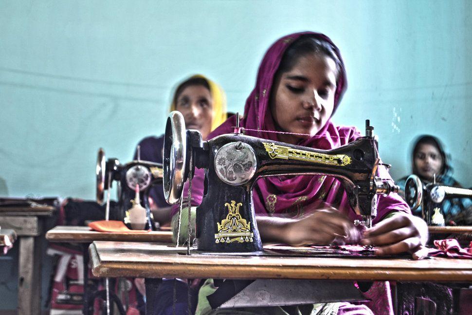 Na päťeurové tričká musia reťazce často využívať lacnú pracovnú silu v Ázii. Nie…