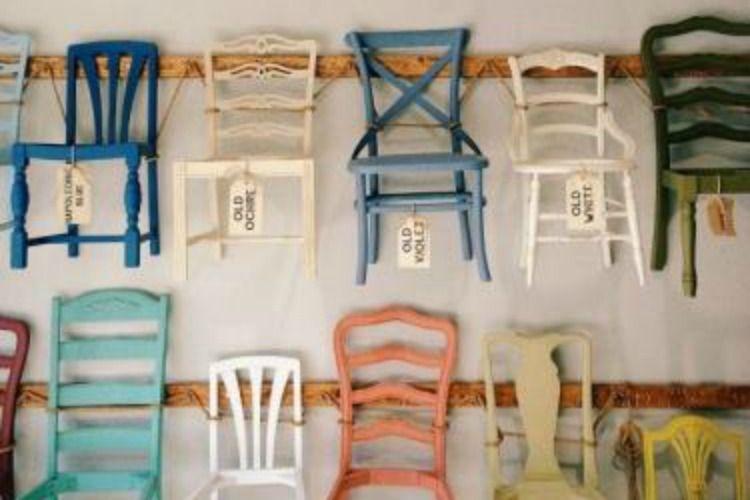 Gekleurde Eyecather Huis : Een gekleurde stoel als eyecatcher in huis cabin