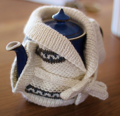 Retro Tea Cosy pattern by Charlotte Walford #teapots