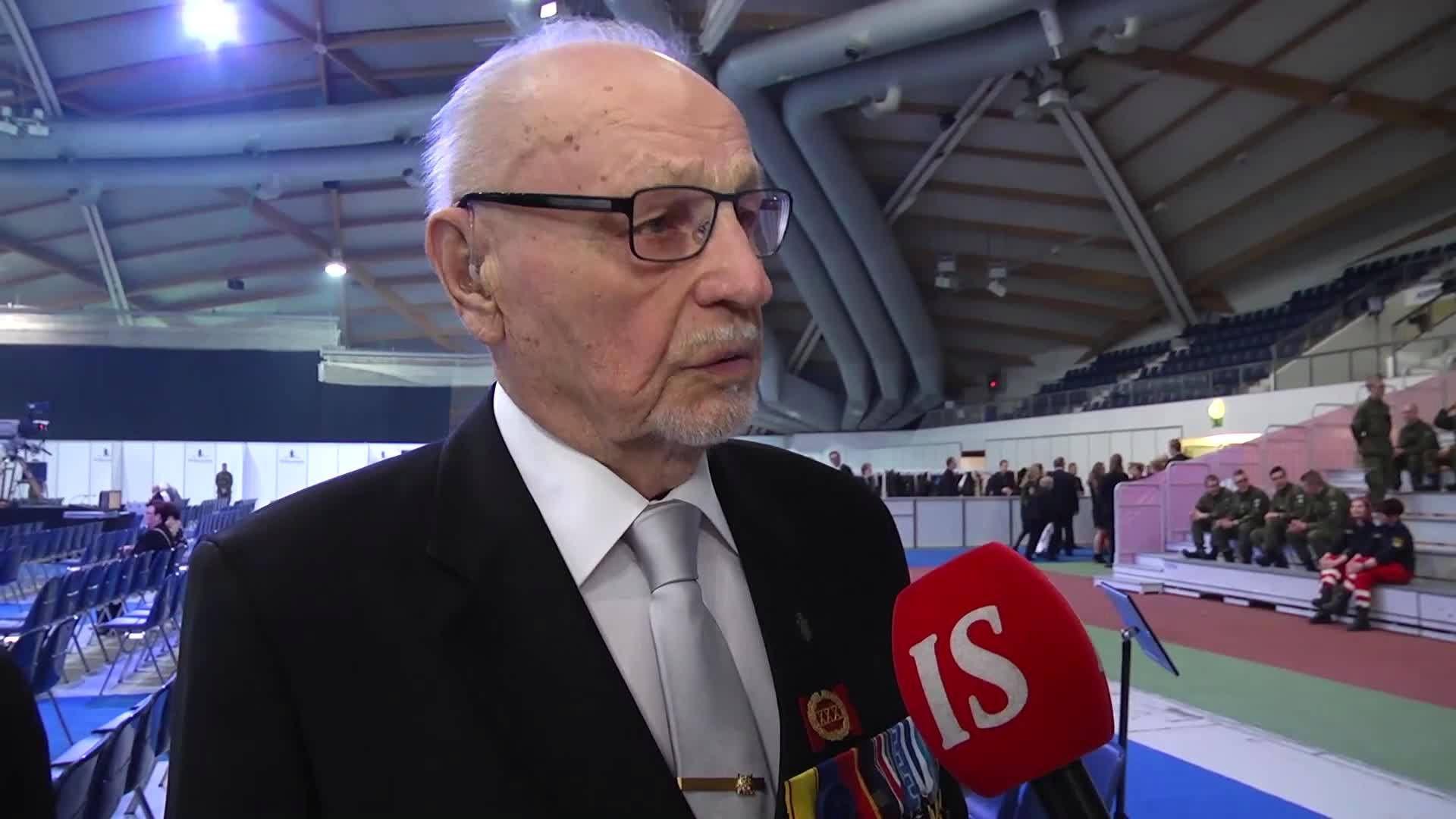 Oululainen Alpo Huikuri, 93, joutui jatkosodassa moneen pahaan paikkaan. Tulenjohtueen puhelinmiehenä hän oli etulinjan etummaisessa poterossa.
