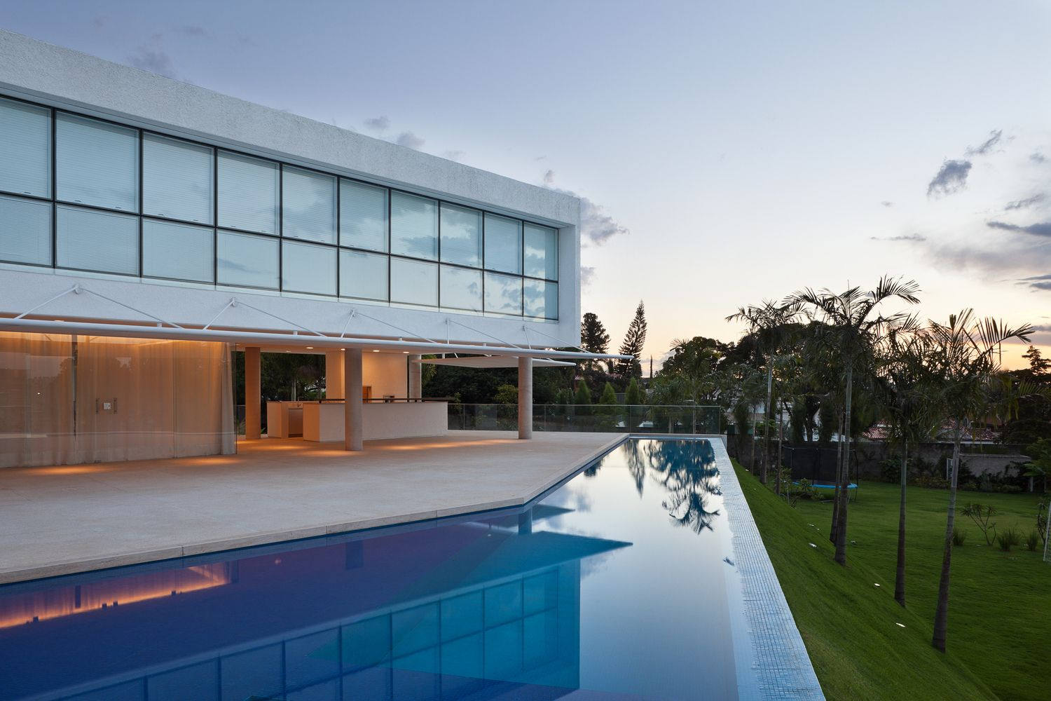 Gallery Of Material Focus House In Lago Sul Qi 25 By Sergio Parada Arquitetos Associados 13 House Architecture House Architecture