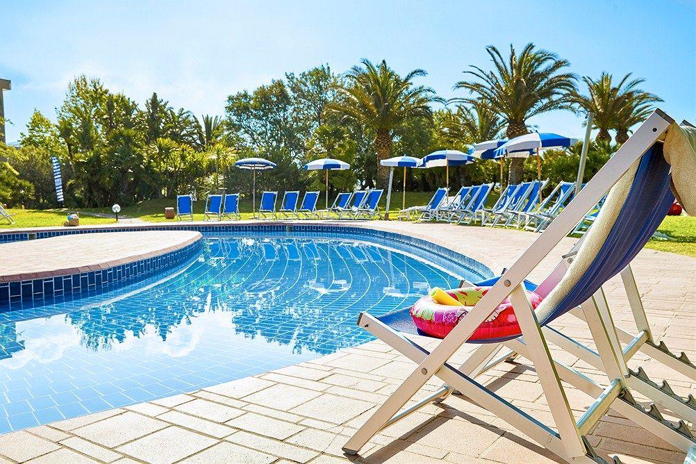 Family Life Baia Di Conte Ssss Sardinia Italia Star Tour Tui Norge Family Friendly Hotels Star Tours Family Life