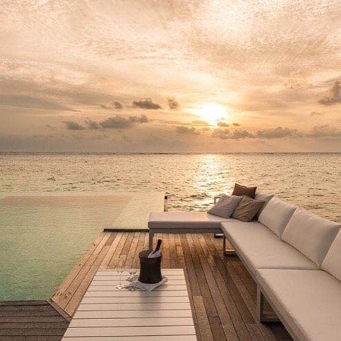 Colours آلوان On Instagram المساء اللي ملاه الشوق ما إسمه مسااااء يمكن اسمه عمري اللي ضاع فيك والا إسمه ألف Maldives Amazing Places On Earth Hotel