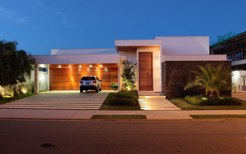 15 fachadas de casas modernas com plantas veja projetos for Cores modernas para fachadas de casas 2013