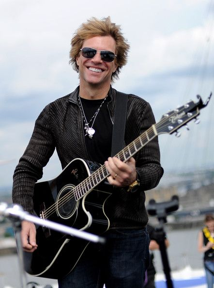 Jon Bon Jovi Photos - Exclusive: Bon Jovi Perform On O2 Arena Roof - Zimbio