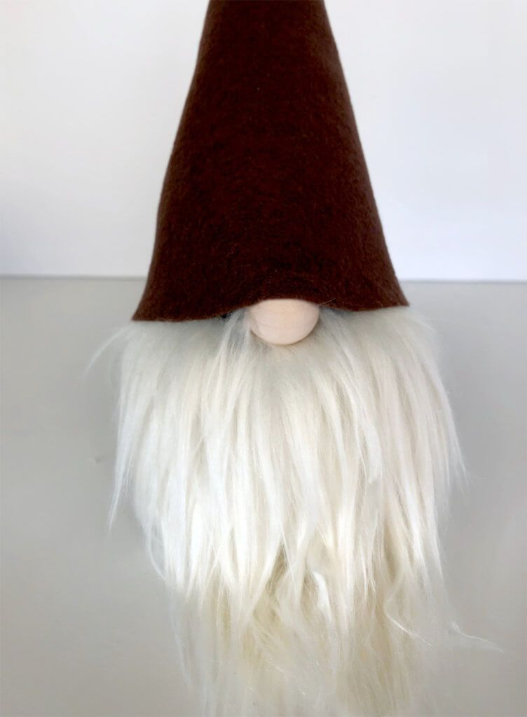 Such an easy no-sew gnome tutorial for the perfect