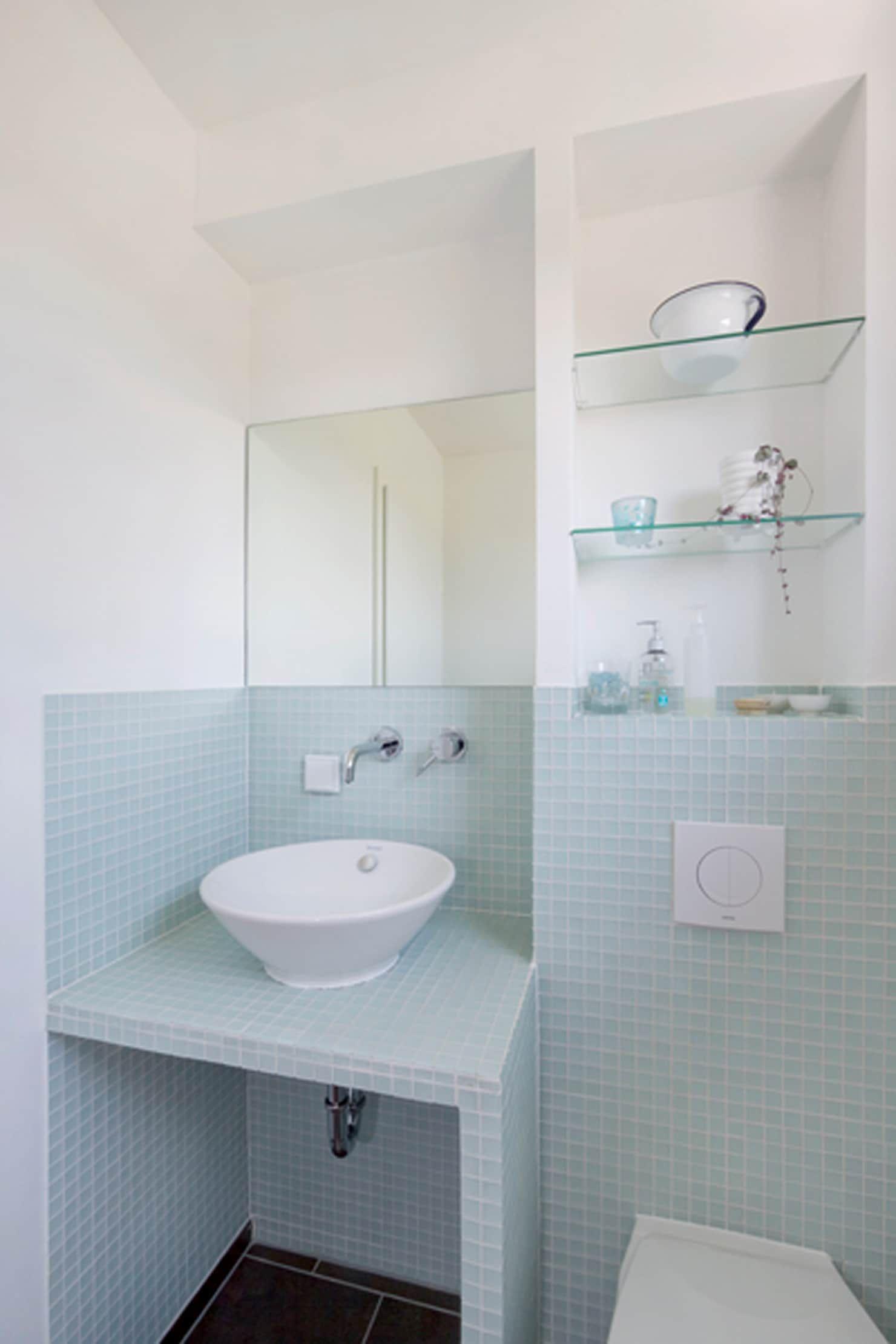 Gastebad Skandinavische Badezimmer Von Gondesen Architekt Skandinavisch In 2020 Skandinavisches Badezimmer Badezimmer Und Waschbeckenunterschrank