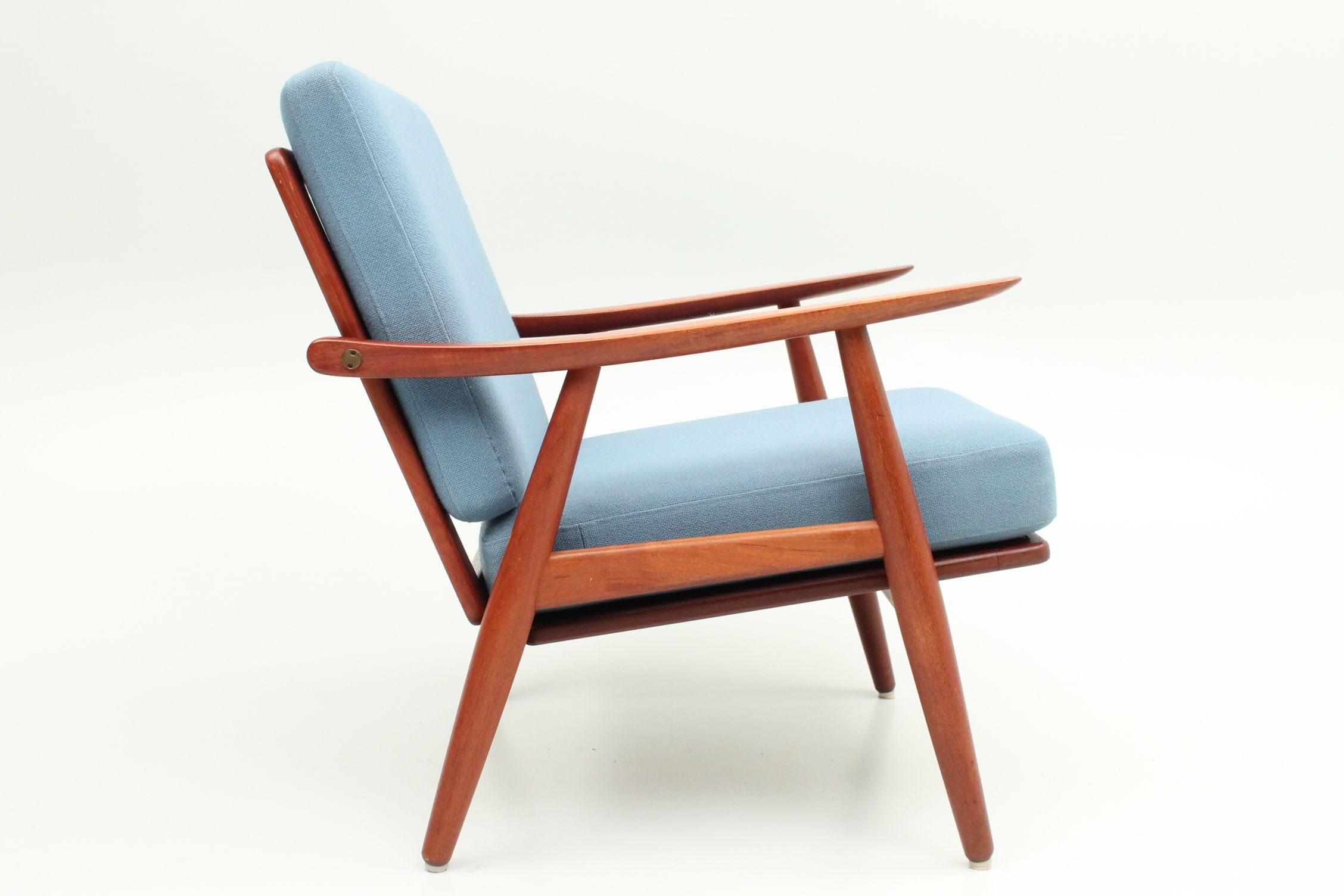 Ge260 Lounger In Teak With Brass Details Designed In 1960 By Hans Jorgen Wegner And Manufactured By Danish Furniture Design Furniture Design Danish Furniture