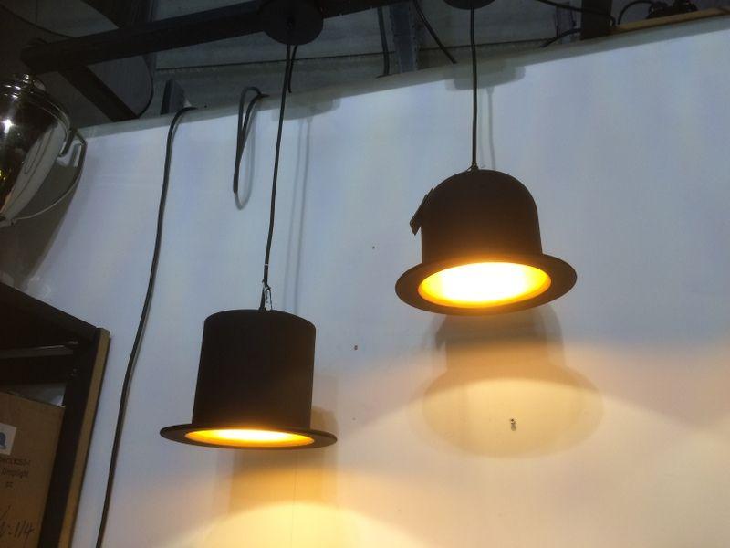 Hängeleuchte Hut. Lampe Hut in schwarz-gold. | Licht / Beleuchtung ...