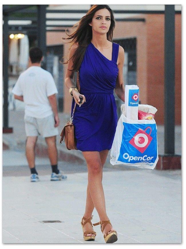 Look para vestido azul electrico