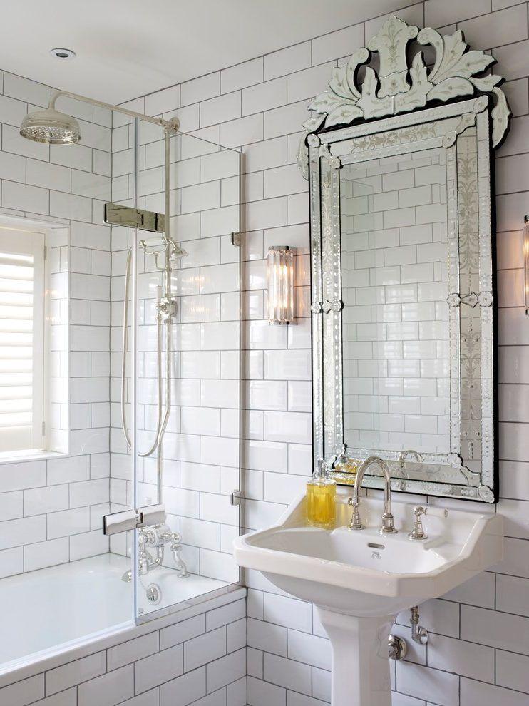 Stylowa łazienka Z Bogato Zdobionym Lustrem łazienki