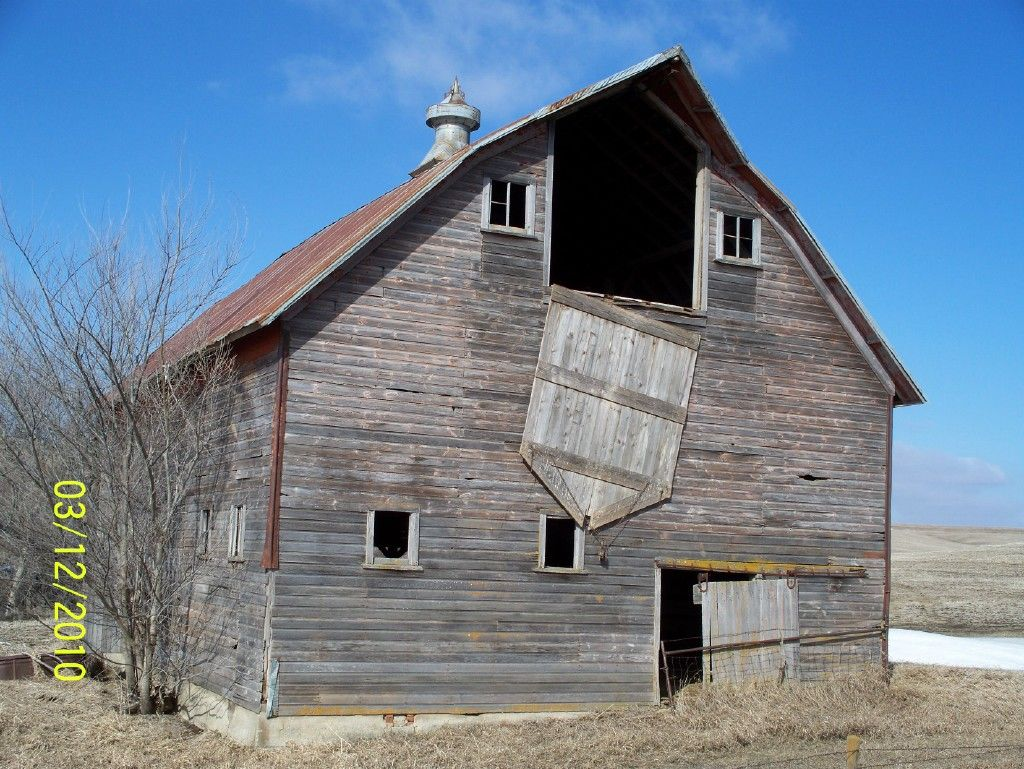 Old Barn in Woodbury County