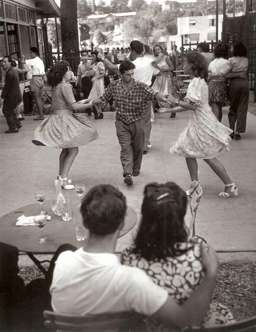 Willy Ronis      Chez Gégène, Paris     1947