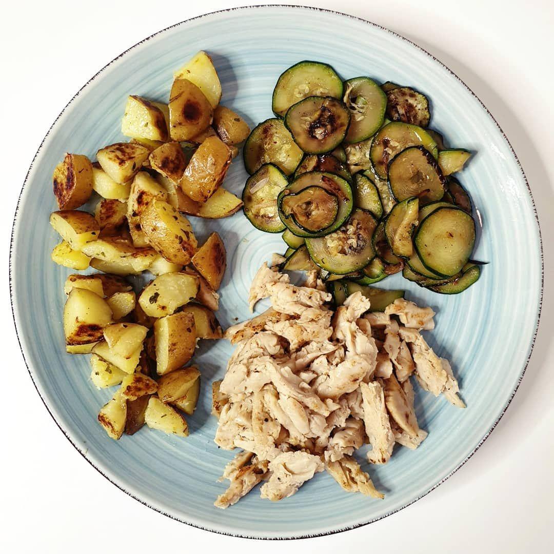 Pranzo con patate, zucchine e straccetti di soia grigliati 👌🏻 . . . #dieta #fitness #diet #food #hea...