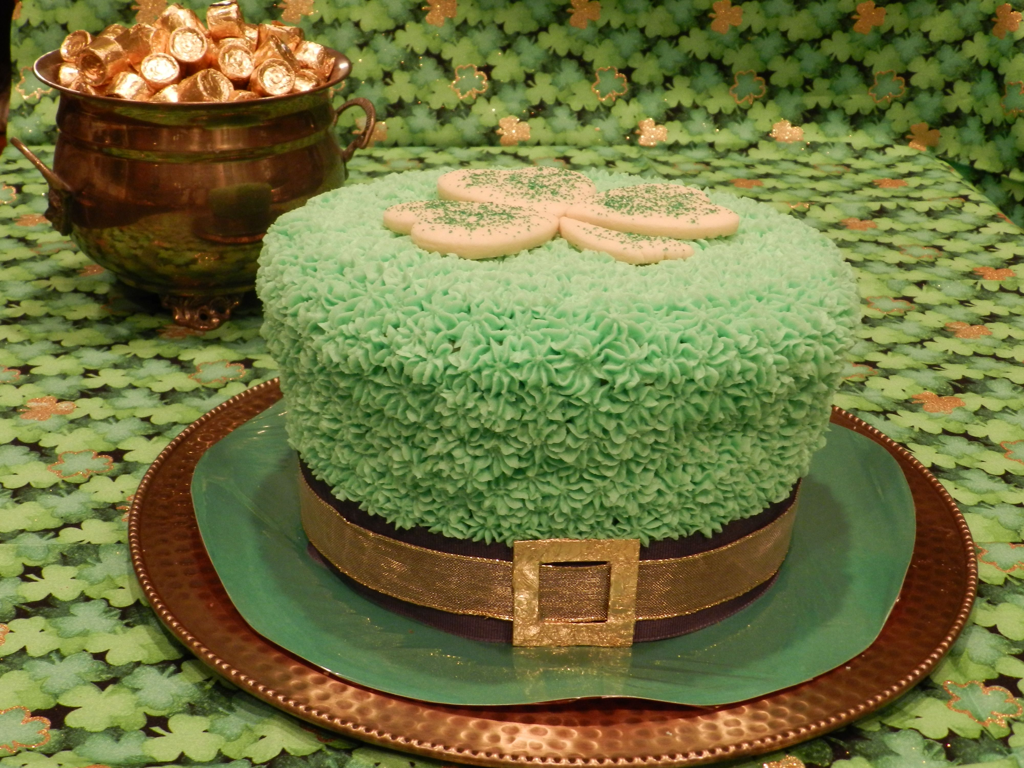 Leprechaun Hat Birthday Cake - 3 heartshaped sugar cookies and a ...