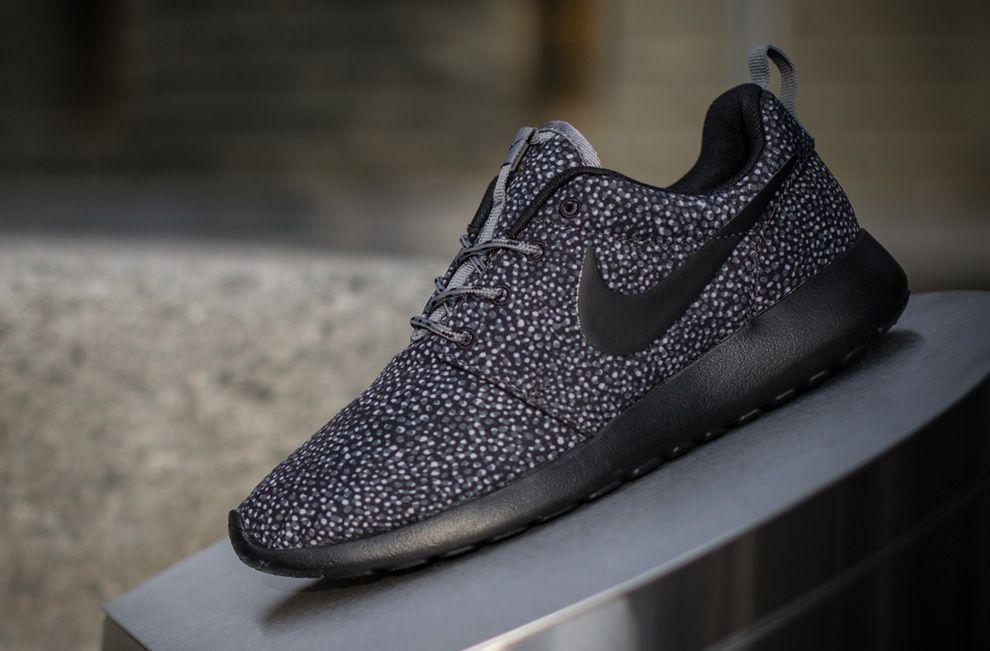 Nike WMNS Roshe Run Black   Grey  a5ffc6f54