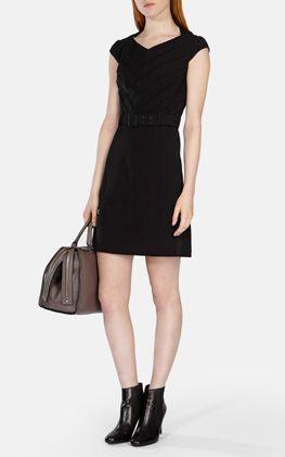 Getailleerde jurk met riem