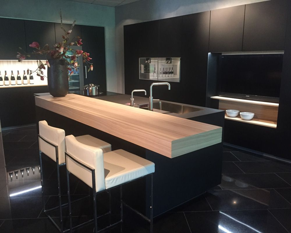 Eigenhuis Keukens Houten : Keuken houten bar luxe zwarte keuken chique en enorm veelzijdig