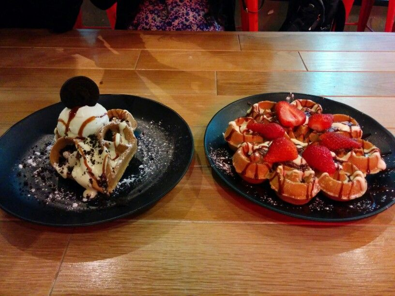 Meeting new friends at Cacao Green Bourke. Yum the waffles!