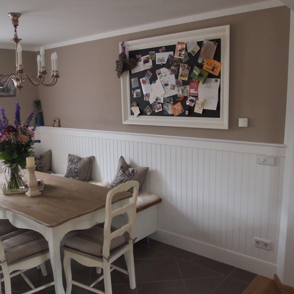 Hygge Schonerwohnen Essecke Familie Landhaus Landhauskuche Whiteliving Beadboard Wandverkleidung Holzpaneele Wandp Wohnen Wandpaneele Wohn Esszimmer