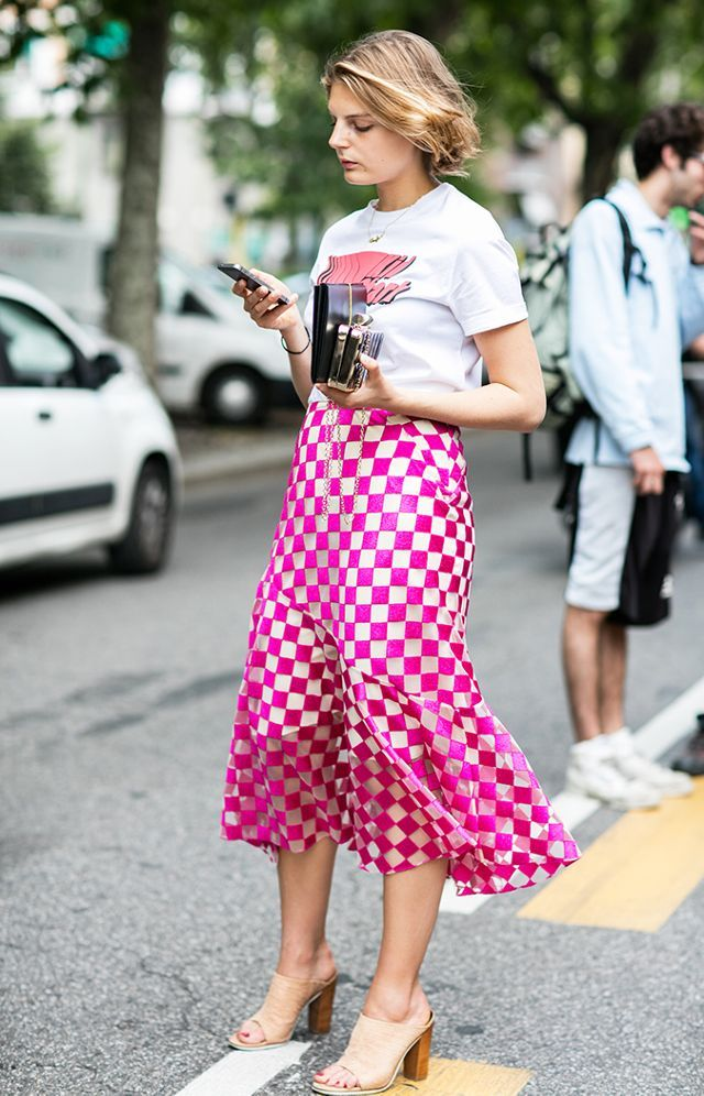 3aa4329f190 10 Graphic Tee Outfits to Try This Fall