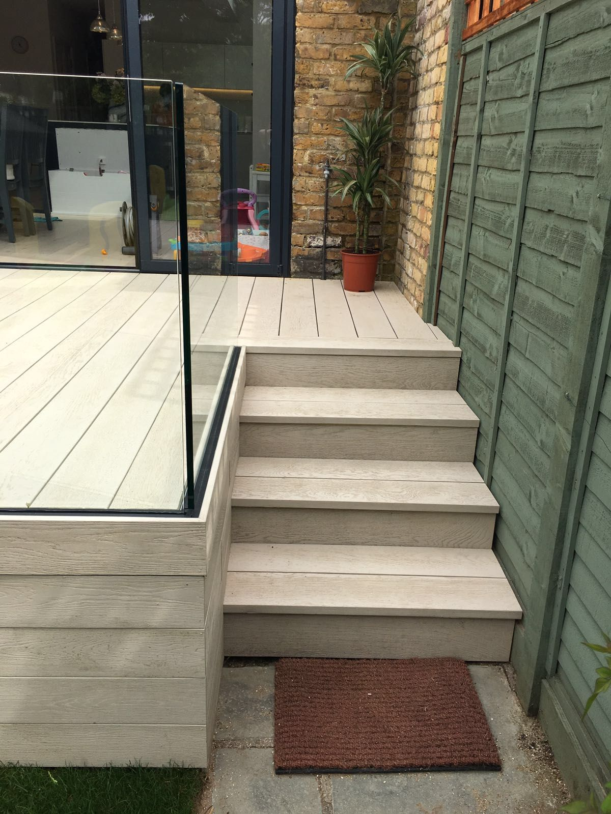 Best Millboard Composite Decking And Elite Balustrade No 400 x 300