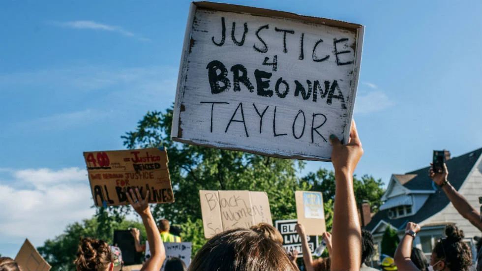 A Judge On Wednesday Delayed The Release Of Recordings Of Grand Jury Proceedings In Breonna Taylor S