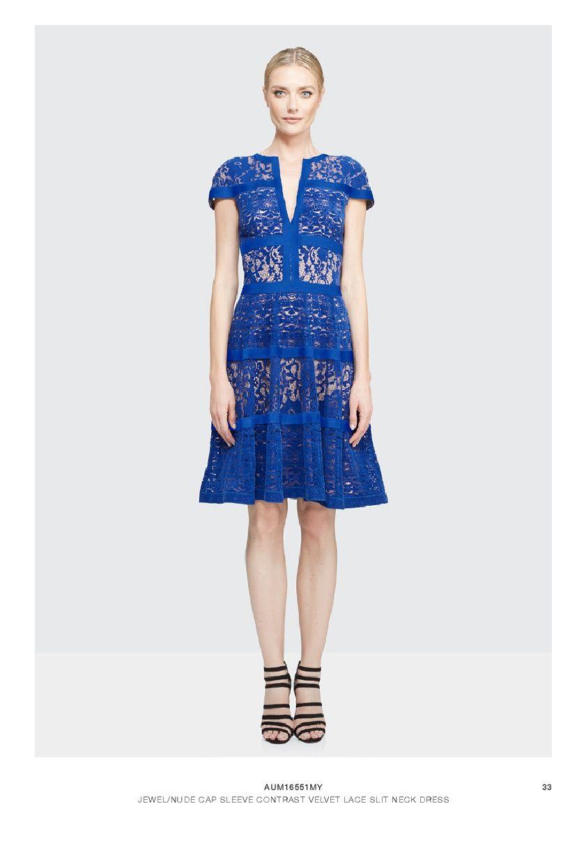 El Azul no solo es hermoso y elegante, sino que además es jovial, Tadashi Shoji lo sabe y por eso ha creado este hermoso vestido.