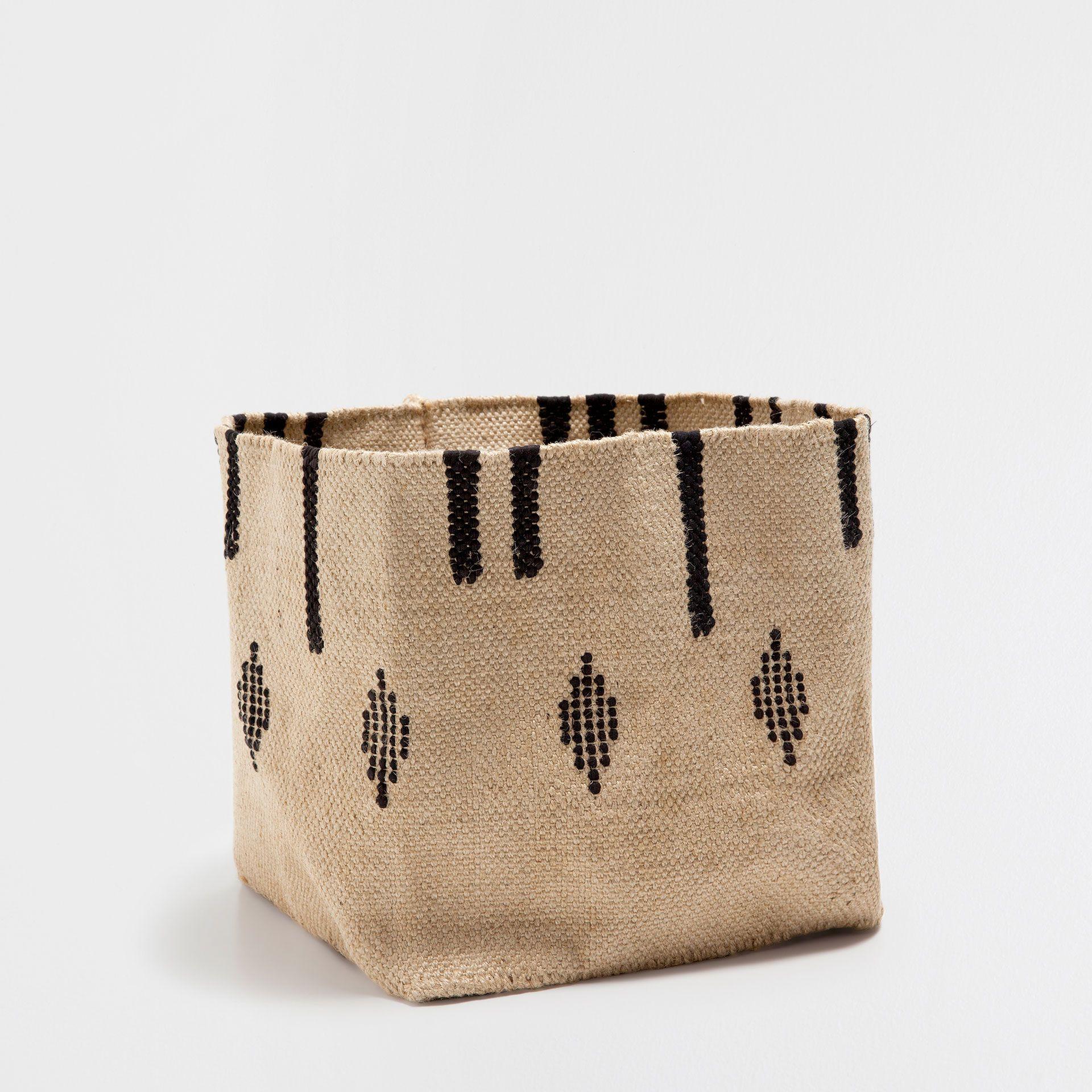 cesta con dibujos y flecos cestas decoracin zara home espaa