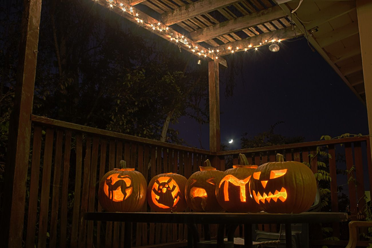 Jack-o'-lanterns, me & the roommates, Halloween 2014