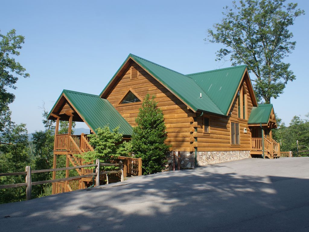 chalets at stay cabin gatlinburg in rentals large cabins mountains summer smoky the