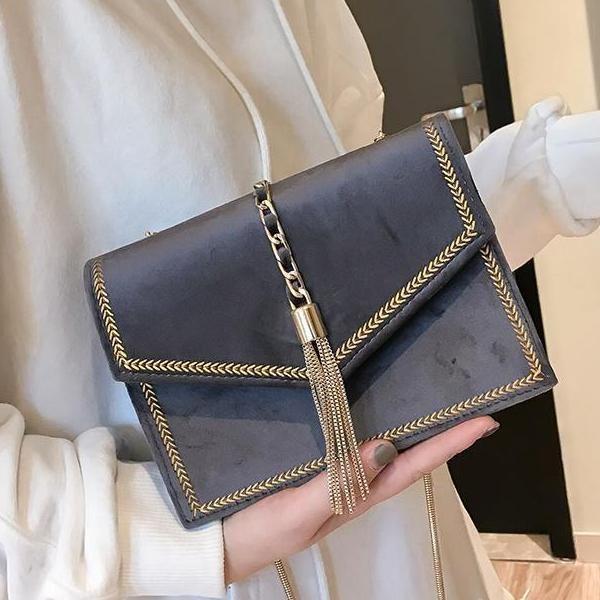 67007041291e handbag affordable shoulder bags Velvet slung small square bag 2018 new  autumn and winter Joker tassel