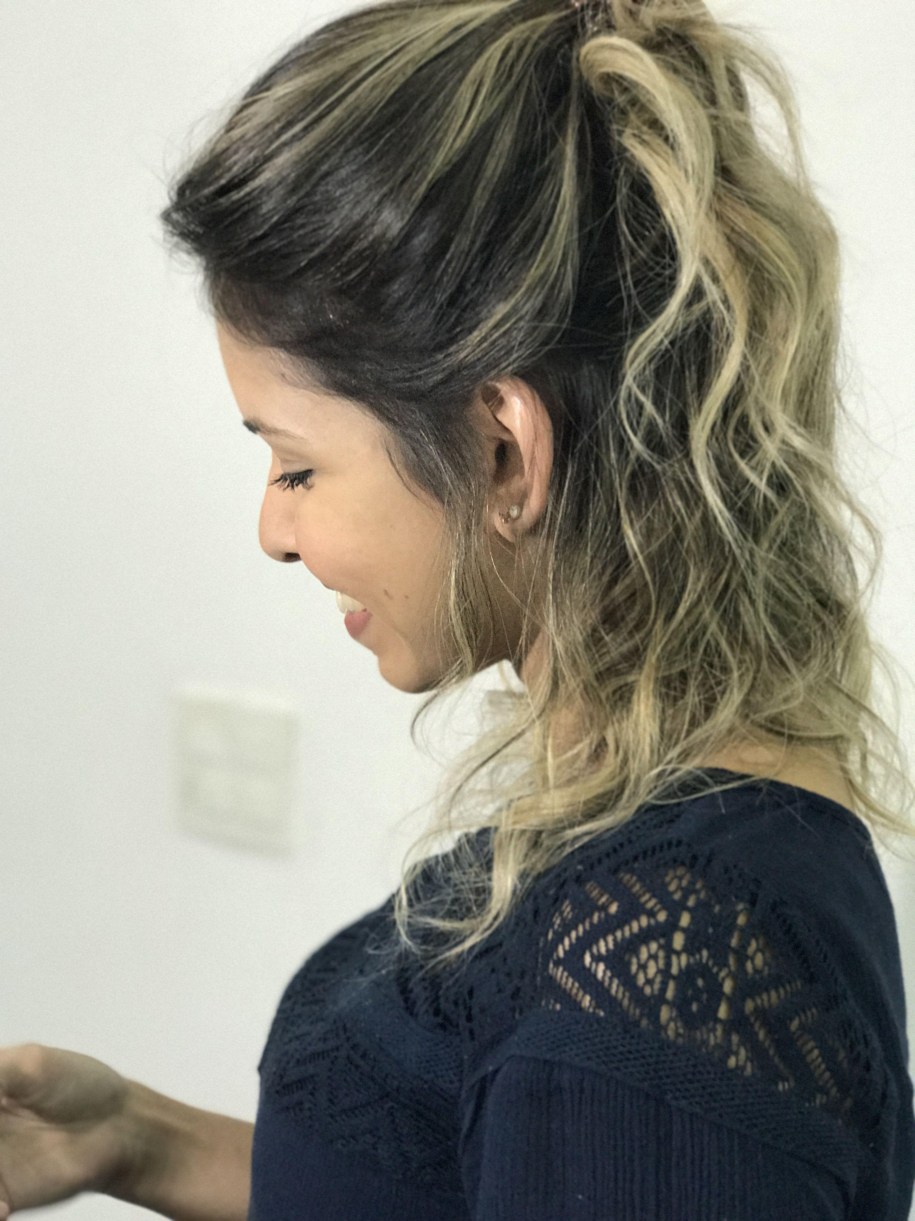 Esse cabelo que fiz na minha linda cliente Jade, a raiz mais natural com um tom de loiro Chic e moderno