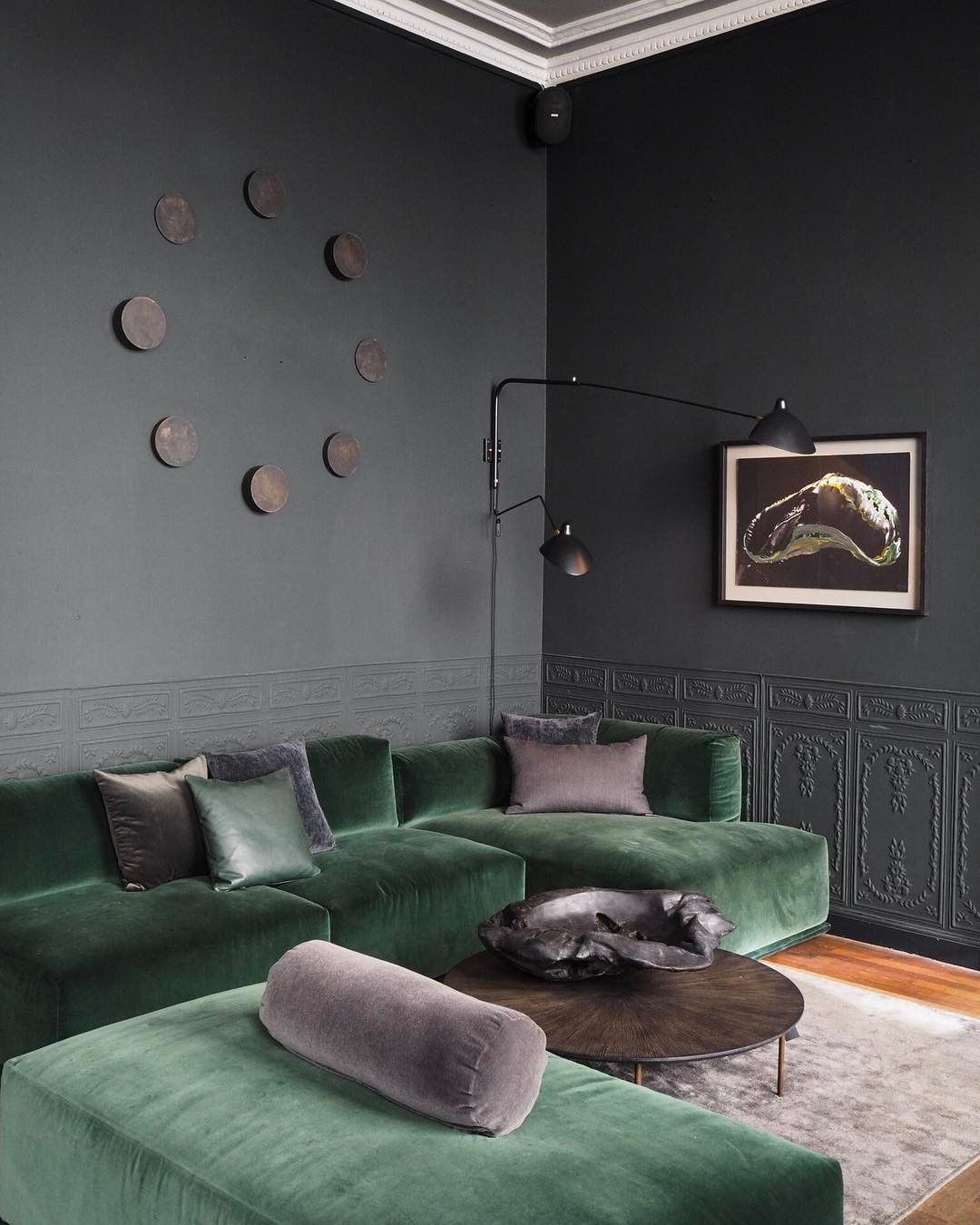 Best Green Velvet Sofa And Grey Walls Green Sofa Living Room Green Sofa Living Velvet Living Room 400 x 300