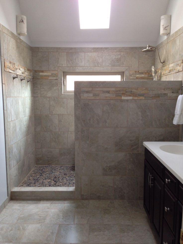 construire la douche au niveau de la fen tre avec une paroi devant 3 4 hauteur et entr e sur. Black Bedroom Furniture Sets. Home Design Ideas
