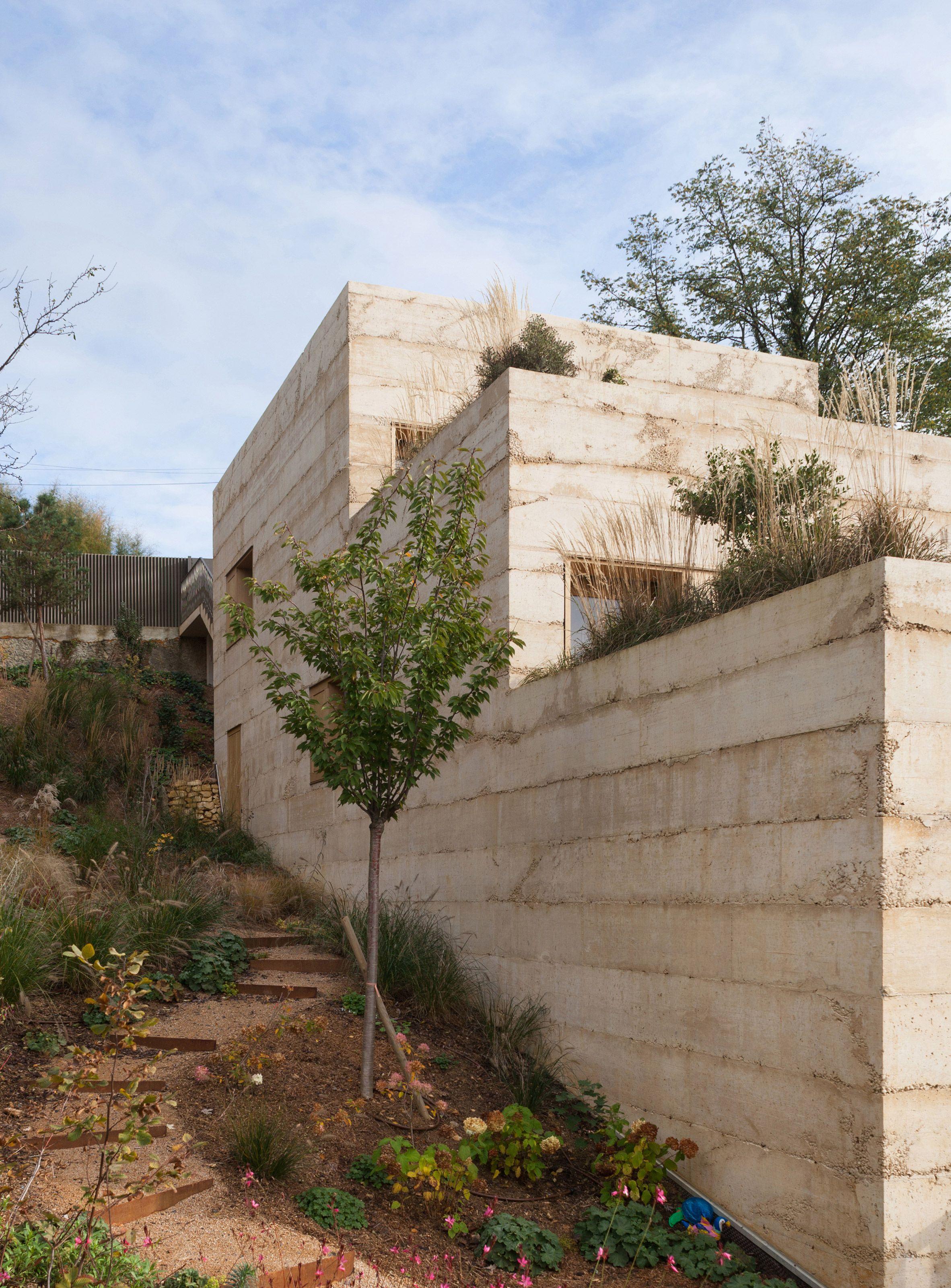 Tectoniques Sets Ochre Coloured Concrete House Into French Hillside In 2020 Concrete House Concrete Wall Interior Design Larch Cladding