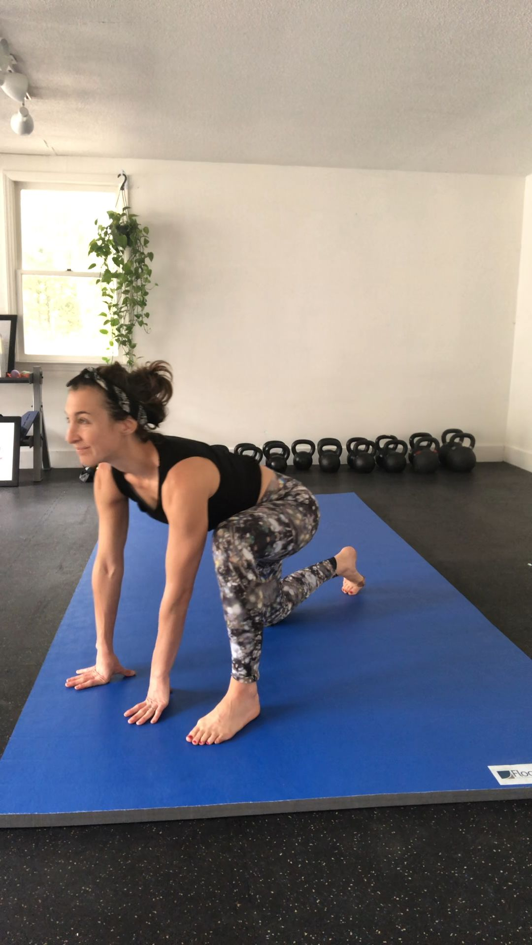 Many of the men and women that struggle with pelvic health know the pain of #tailbone pain, constipation and or hip pain! These 360 degree rocks where we rock around the clock (make a full circle) work wonders for the muscles and the nerves of the #pelvicfloor and help everything from pain to poop! To learn how to do them, click the link to my pelvic floor *free guide! #hypertonic #constipation