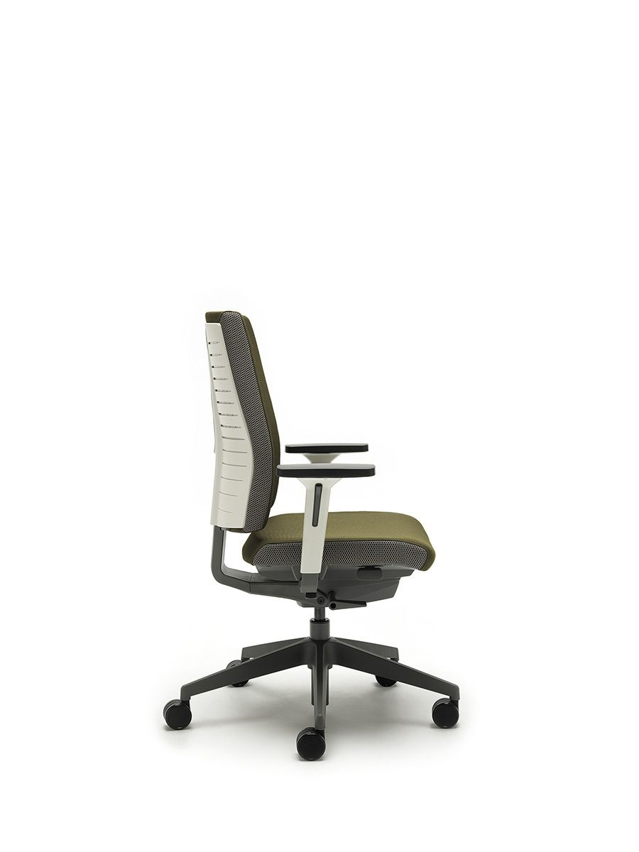 In Designing Freeflex Special Attention Was Paid To The User S Natural Pivot Points Where They Flex And Where They Don T This Inspi Task Chair Chair Seating