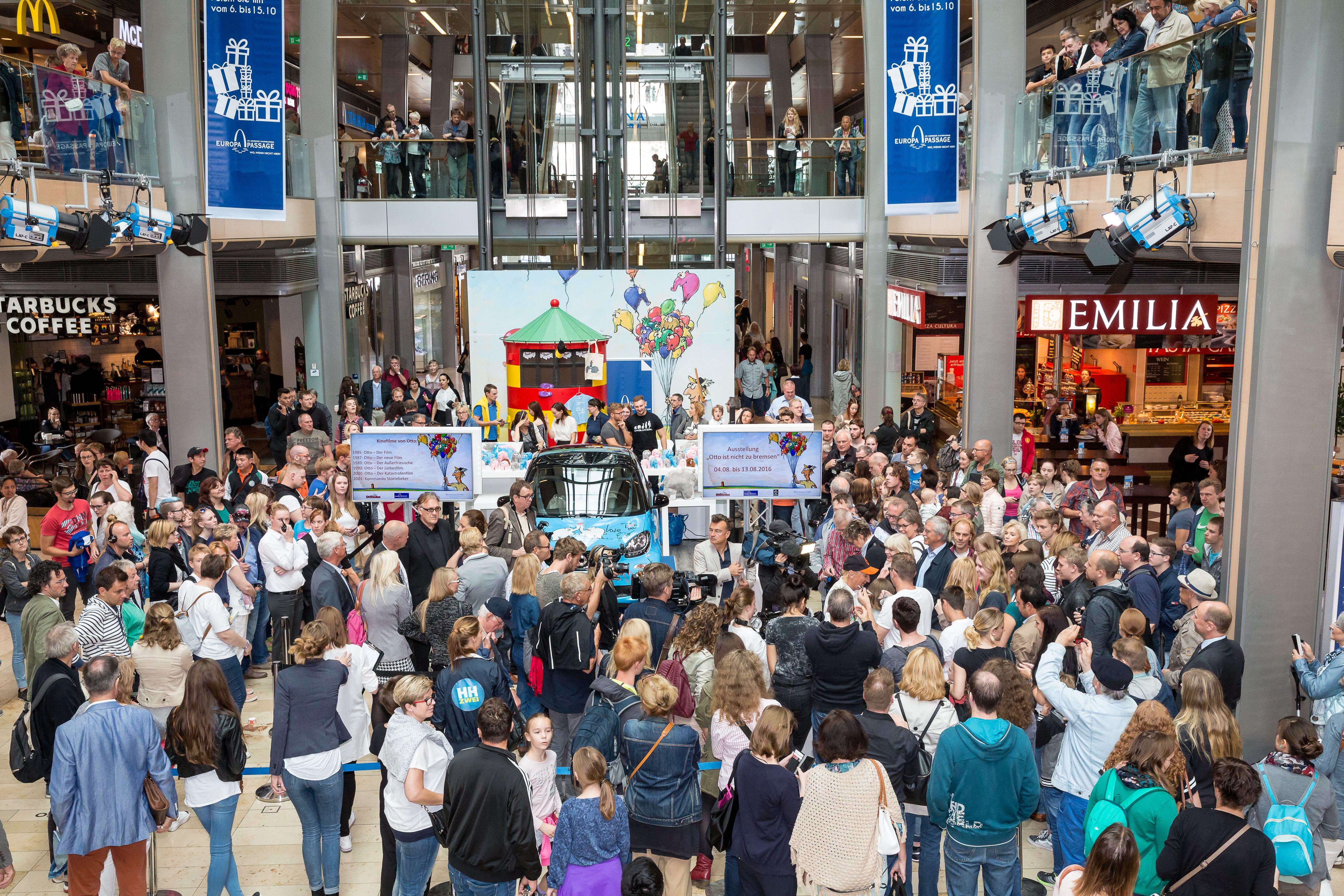 """Die Aktion """"Otto ist nicht zu bremsen"""" bei uns in der #EuropaPassage #EuropaPassageHamburg #OttoWaalkes #smart"""