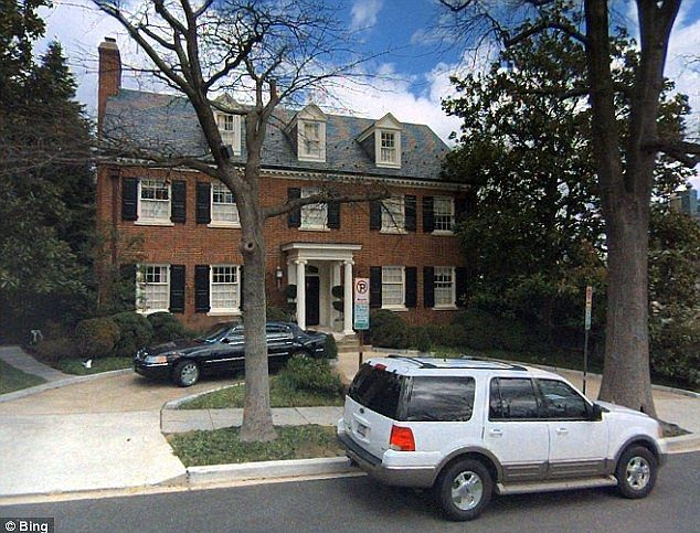 Whitehaven Hillary Clinton S 7 Million Mansion On Washington Dc Emby Row The Three Story 5 152 Sq Ft Home Has Four Bedrooms Six Bathrooms